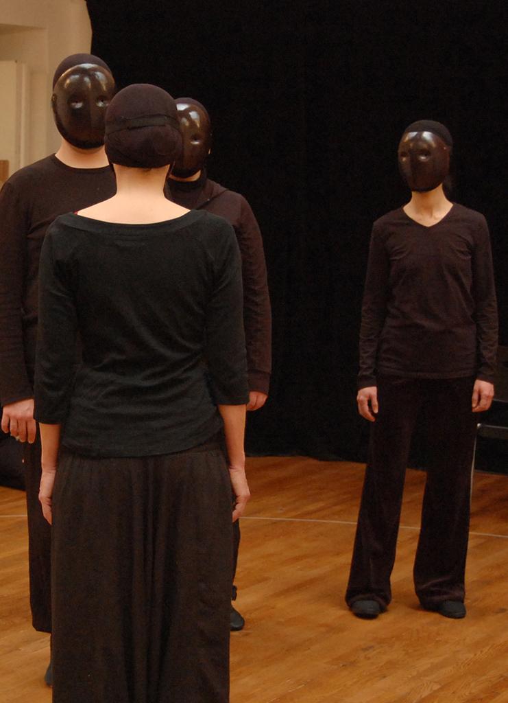 Atelierforian - exercices de choeur avec masques neutres