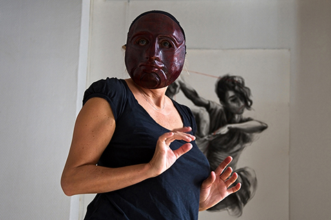 Expressive masks workshop, improvisation with the mask of Cyrille made by Patrick Forian