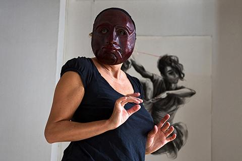 Stage de masques expressifs, improvisation avec le masque de Cyrille réalisé par Patrick Forian