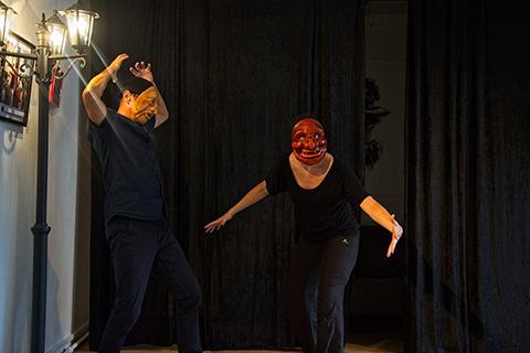 Stage de masques expressifs, scène improvisée en duo avec les masques de Grül et Edgar réalisés par Patrick Forian