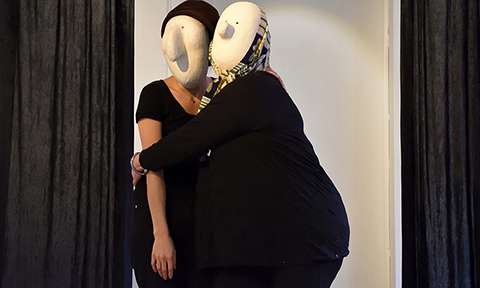 Improvisation with larval masks : duo of characters